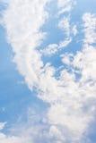 Wolken op aardige hemel Royalty-vrije Stock Foto's