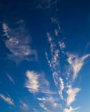 Wolken op blauwe hemel Royalty-vrije Stock Afbeeldingen