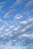 Wolken op blauwe hemel Stock Afbeelding