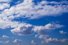 Wolken op de Achtergrond van de Hemel Stock Afbeeldingen