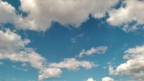 Wolken op de blauwe hemel Royalty-vrije Stock Foto's