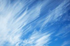 Wolken op de blauwe hemel Stock Foto's