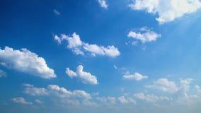 Wolken op de de Aardachtergrond Timelapse van de Daghemel stock footage