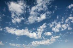 Wolken op de hemel Stock Foto