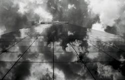 Wolken op het gebouw Stock Foto