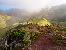 Wolken over Anaga-Bergen op Tenerife Royalty-vrije Stock Foto's