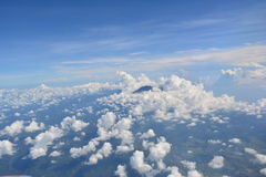 Wolken over de bergen Royalty-vrije Stock Foto's
