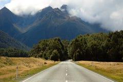 Wolken over de bergen in Nieuw Zeeland Stock Afbeeldingen