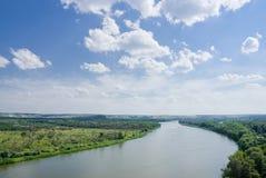 Wolken over de rivier Royalty-vrije Stock Afbeelding