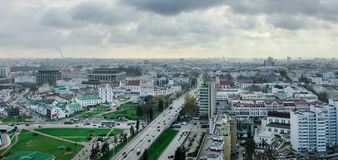 Wolken over de stad Royalty-vrije Stock Afbeeldingen