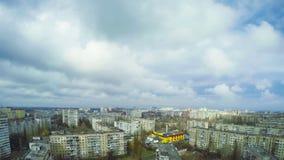 Wolken over de stad stock footage