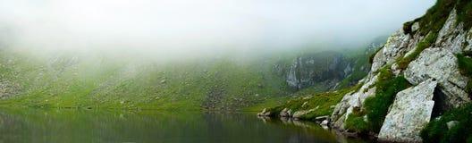 Wolken over het meer Stock Foto's