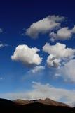 Wolken over heuvel Royalty-vrije Stock Fotografie