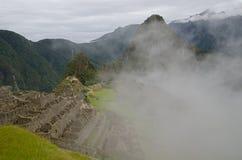 Wolken over Machu Picchu, Peru stock foto's