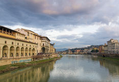 Wolken over rivier Arno, Florence Royalty-vrije Stock Afbeelding