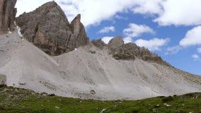 Wolken over Tre Cime di Lavaredo Geschoten op Canon 5D Mark II met Eerste l-Lenzen stock footage