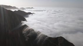 Wolken over van bergweg in Anaga, Tenerife stock videobeelden