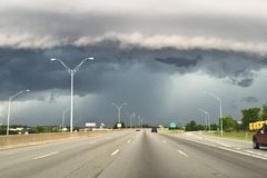 Wolken-Regal, das herein über Florida-Küste sich bewegt lizenzfreies stockbild