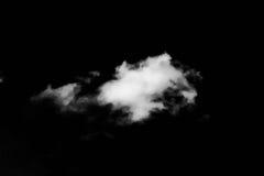 Wolken Schwarzer Hintergrund Lokalisierte weiße Wolken auf schwarzem Himmel Satz lokalisierte Wolken über schwarzem Hintergrund V Stockbilder