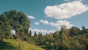 Wolken und Berge stock footage