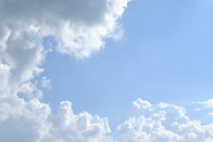 Wolken und blauer Himmel Lizenzfreie Stockfotografie