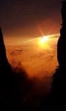 Wolken und Einstellungssonne Stockfotos