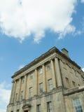 Wolken und Gebäude Stockfotografie