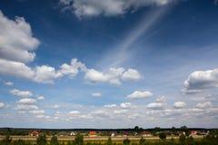 Wolken und Gras Stockfoto