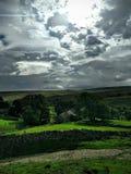 Wolken und Hügel Stockfotos
