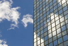 Wolken und Himmel in den Fenstern Stockbilder