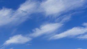 Wolken und Hintergrund des blauen Himmels Design-Muster und Beschaffenheiten stockbild