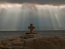 Wolken und Kreuz lizenzfreies stockbild