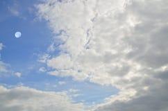Wolken und Mond Stockfotos