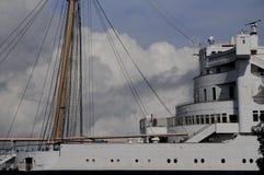Wolken und Queen Mary stockfotos