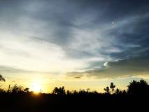 Wolken und sch?ne blaue Himmel stockfotografie