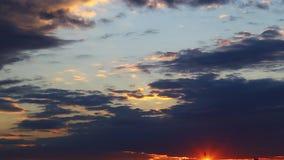 Wolken und Sonne stock footage