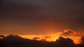Wolken und Sonne lizenzfreies stockbild