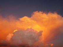 Wolken und Sonnenuntergang Stockbild
