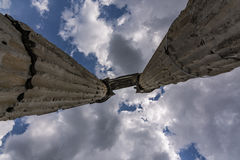 Wolken und Spalten lizenzfreies stockfoto