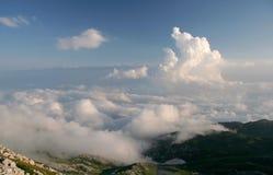 Wolken unter Meer Stockbild