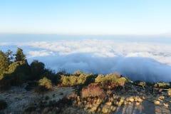 Wolken unter Poon Hill, Nepal Stockbild