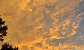 Wolken van goud Royalty-vrije Stock Foto's
