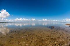 Wolken am vollen Tag Stockfotografie