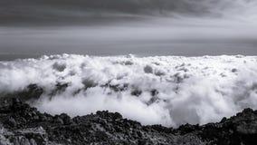 Wolken vom Gipfel des Bergs Teide, Teneriffa lizenzfreie stockfotos