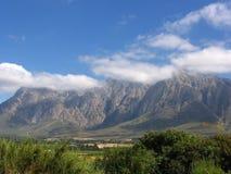 Wolkenbedeckungberg stockfoto
