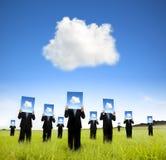 Wolkendatenverarbeitung und denkendes Konzept des Geschäfts Lizenzfreies Stockfoto