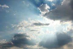 Wolkenhimmel und Sonnenlicht Stockfotografie