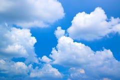 Wolkenhintergrund im Himmel Lizenzfreies Stockbild