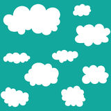 Wolkenikonen eingestellt auf Hintergrund des blauen Himmels Lizenzfreies Stockfoto