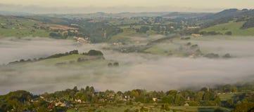 Wolkeninversie in het Piekdistrict van Derbyshire stock foto's